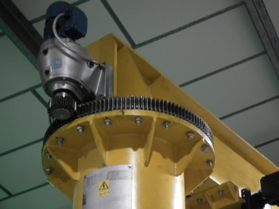powered slew jib crane